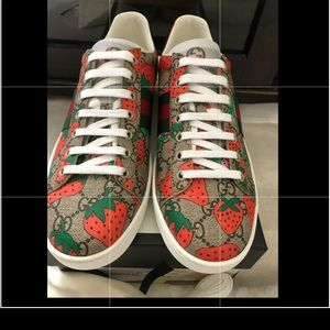 BRAND NEW GUCCI ACE SNEAKERS size 40